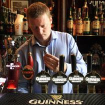 Barkeeper in Irlands ältestem Pub