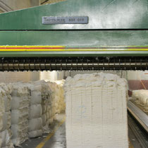 Baumwolle für Babytragetücher vor der Reinigung.