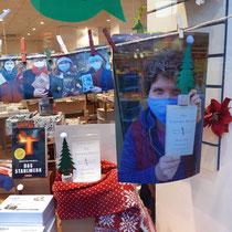 """Den Adventskalender der Buchhandlung Scheuermann (""""Litera-Türchen"""") habe ich nicht nur fotografisch, sondern auch mit einer eigenen Leseempfehlung unterstützt."""