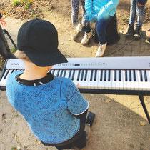 Klavierspielen an der Grundschule gerade in diesen Zeiten