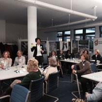 Die Ergebnisse der Gruppendiskussion wurden einzeln vorgestellt - hier: Dr. Kristina Berger, FIM (Frauen im Management)