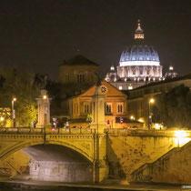 Brücke in Rom bei Nacht,  Foto: Michael Götz