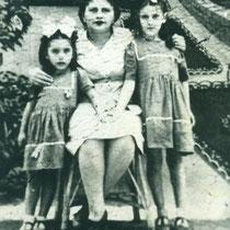Foto en Panimávida; Mamá María Ester e hijas Gladys y Rosa Ester. 1946