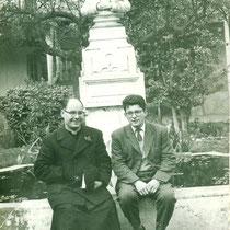 René Rufino junto a un sacerdote salesiano. 1960