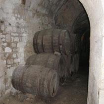 alte Weinfässer im Schlosskeller