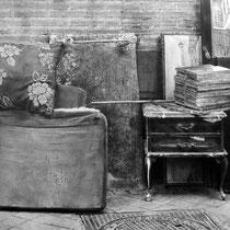 """""""Trastos viejos / Old stuff"""" (fragmento / detail). Grafito sobre papel, cartón y tabla / Graphite on paper, cardboard and board. 2013. 72x70 cm. Colección particular."""