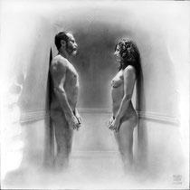 """""""Pareja en silencio / Couple in silence"""". Grafito sobre tabla / Graphite on board. 2016.  50 x 50 cm. Colección particular."""