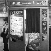 """""""En menos de 1 minuto / In less than 1 minute"""" Grafito sobre papel / Graphite on paper. 2012. 94,6x65 cm. Colección particular."""