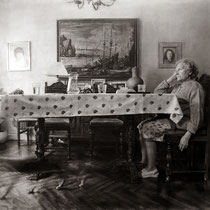 """""""La sobremesa"""". Grafito sobre tabla / Graphite on board. 2017. 114 x 146 cm. Mención de Honor en el 9º concurso internacional FIGURATIVAS 17. Colección del MEAM (Museo Europeo de Arte Moderno)."""
