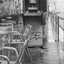 """""""Cabina de teléfono / Telephone Box"""" (fragmento / detail) Grafito sobre papel / Graphite on paper. 2011. 100x40 cm. Colección particular."""