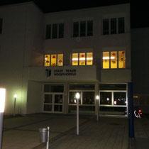 Die Volksschule St.Dionysen bei Nacht