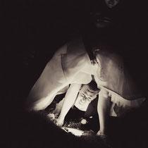 Shooting bei Nacht, mit Spotlicht im Boden