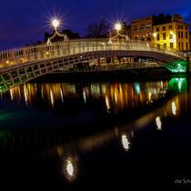 Half Penny Bridge über den River Liffey