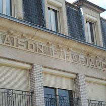 L'enseigne au nom du propriétaire de l'époque, Emile Bariaud - Ancien magasin Bariaud - Rue Firmin Tarrade - Châteauneuf-la-Forêt