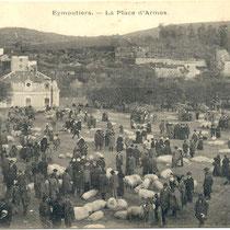 La foire aux cochons sur l'ancienne place d'Armes (actuelle place Stalingrad) au début du XXe siècle - Eymoutiers - Photo Jean Riboulet