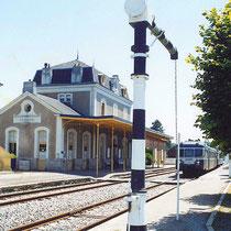 Gare et grue hydraulique (au premier plan) - Saint-Léonard-de-Noblat