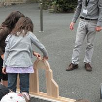 Construction d'arcs pour comprendre comment étaient construites les maisons de Saint-Léonard-de-Noblat
