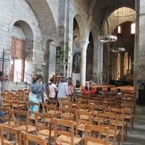 """L'église est ensuite """"lue"""" depuis l'intérieur, pour reconnaître les parties qui la constituent, vues au départ à l'extérieur et sur un plan - ici à la collégiale de Saint-Léonard-de-Noblat"""