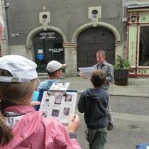 Recherche d'indices architecturaux pour identifier maisons médiévales et du XVIIIe siècle, à l'aide d'un livret - Saint-Léonard-de-Noblat