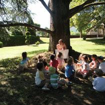 Atelier Parc Jane Limousin à Châteauneuf-la-Forêt : pour les plus petits, conte animé pour faire la différence entre feuillus et résineux