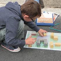 Visite Les maisons de Saint-Léonard-de-Noblat : construction d'un plan d'hôtel particulier, demeure du XVIIIe siècle entre cours et jardin, à l'aide de maquettes de maisons