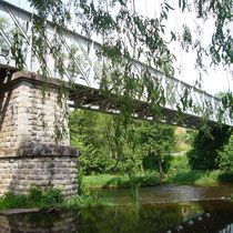 Pont métallique portant la voie ferrée - Eymoutiers (bourg)