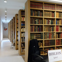 Détail des bibliothèques de l'annexe de la librairie Vignes à la Font Macaire (Eymoutiers).