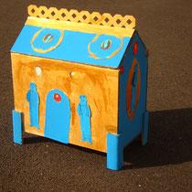 Exemple de châsse-reliquaire en carton réalisée par les élèves - Projet Arts - École Nedde - 2015-2016