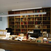 Intérieur de l'annexe de la librairie Vignes à la Font Macaire (Eymoutiers) : 15 000 titres épuisés commandables en ligne sur www.librairievignes.com