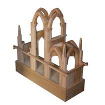 Dans certaines églises, c'est la maquette de voûte gothique qui est adaptée, elle aussi construite par les enfants