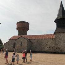 Jeu de piste La bastide royale de Masléon : il se termine par une partie de ballon-prisonnier aux abords de l'église !