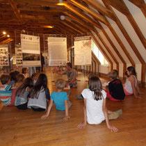 """Atelier pour le jeune public autour de l'exposition """"14-18, Poussières de guerre"""" - à Eymoutiers en août 2014."""