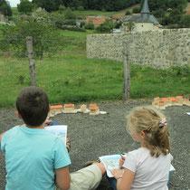 Atelier Espace rural : la lecture du paysage du bourg et sa reconstitution avec une maquette figurant relief et bâti est possible - ici à Augne