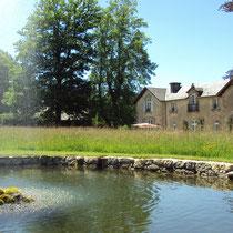 Le manoir du XIXe siècle et un bassin - Jardins de Mas Maury - Le Mas Maury Haut - Rempnat
