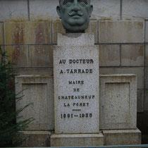 Monument commémoratif d'Amédée Tarrade, ancien maire de Châteauneuf-la-Forêt - Avenue Amédée Tarrade - Châteauneuf-la-Forêt