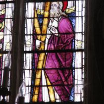 Jeu de piste autour du bois à Eymoutiers : retrouver le bois sous toutes ses évocations - ici, la croix de saint André dans les vitraux XVe siècle de la collégiale