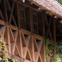 Jeu de piste autour du bois à Eymoutiers : le bois sous la forme de greniers à claire-voie dans les anciennes maisons de tanneurs (employé autrefois pour y faire sécher les peaux transformées en cuir)