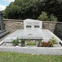 Tombe de Georges Guingouin et de son épouse - Cimetière de Saint-Gilles-les-Forêts