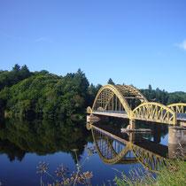 Le Pont du Dognon et son environnement (rivière le Taurion) - Le Châtenet-en-Dognon