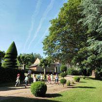 Atelier Parc Jane Limousin à Châteauneuf-la-Forêt : chasse aux arbres dans la partie arboretum, regroupant plusieurs essences remarquables