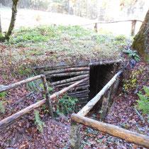 Cache de maquisards reconstituée dans la forêt de Châteauneuf, accessible au public - Croix Chevaux - Châteauneuf-la-Forêt