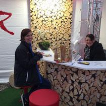 GEDO'16 Fabienne Rufer mit Kundin - einzigartig von stahl-art Rufer