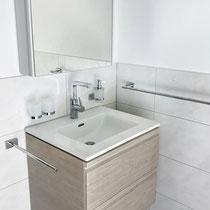 Wasserhahnen mit Waschbecken – Badumbau in Laufen