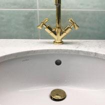 Wasserhahnen vergoldet – Badumbau in Reinach BL