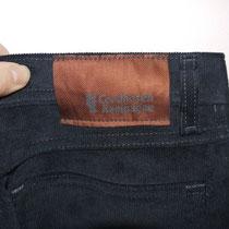 Das Etikett außen, nicht aus Leder, weil ich das für unnötig halte.