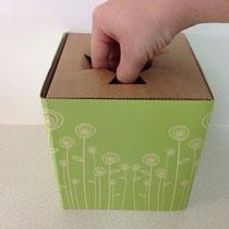 """7- mit einer """"spitzen"""" Hand die Einführöffnung im Container entsprechend Stieldurchmesser vergrößern"""