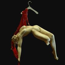 Nives Guazzarini, Intimi ricordi appesi, refrattario e resina, 89x75 cm