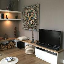 tv meubel met planken en verlichting
