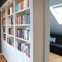 boekenkast op maat in hal op zolder