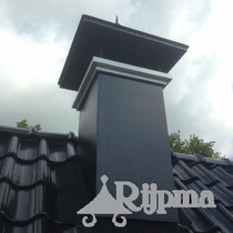 22 overzet schoorsteen aluminium   met afwerkrand en kap  Rijpma siersmederij